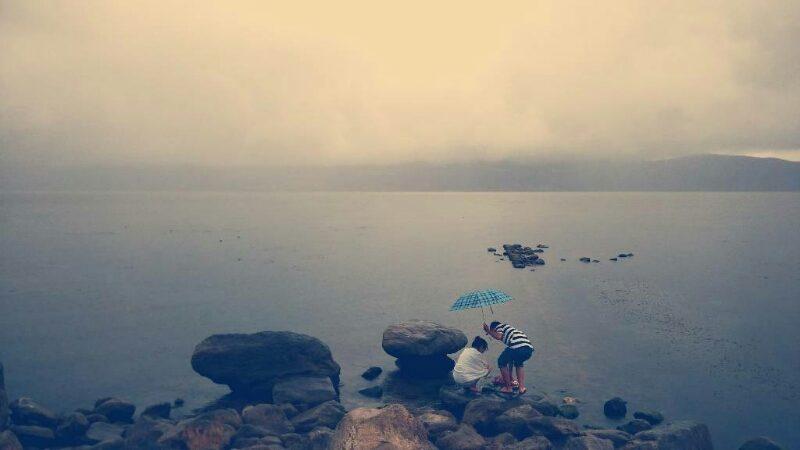 烟雨中的洱海-雨季大理